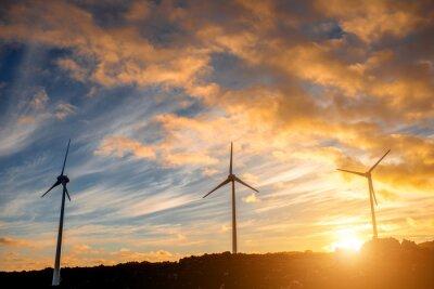 Cuadro Molinos de viento eléctricos en el cielo de fondo en la puesta de sol