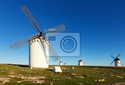 Molinos de viento en el día. Campo de Criptana