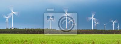 Molinos de viento rotación que giran como Exposición larga