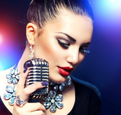 Cuadro Mujer cantante con micrófono retro
