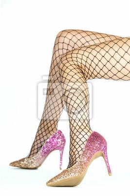 67d4e2ab4 Cuadro: Mujer con medias de red y zapatos de tacones dorados