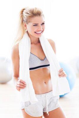 Cuadro Mujer con una toalla en el gimnasio