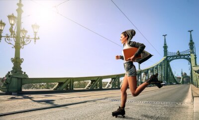 Cuadro Mujer corriendo a la escuela