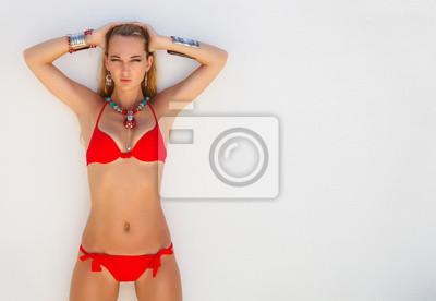 Joven Un Atractiva CuadroMujer De Rojo Moda Rubia En Bikini tdshQr