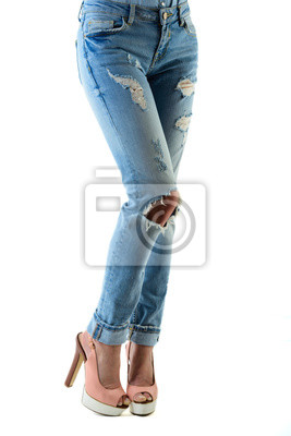 8b9b24ecdb3 Cuadro Mujer en tacones altos y pantalones vaqueros de las rosas fuertes.