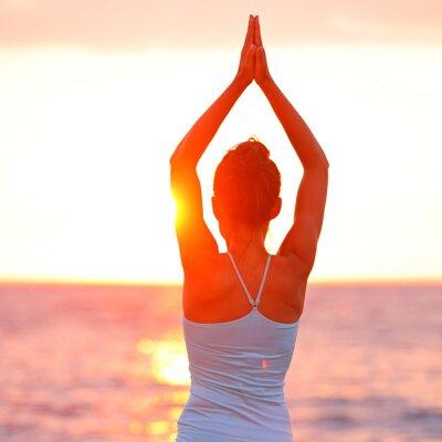 Cuadro Mujer Meditación Yoga meditando en la playa de la puesta del sol