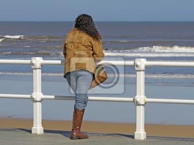 Mujer Mirando Al Mar Pinturas Para La Pared Cuadros Orilla Espuma Oleaje Myloview Es