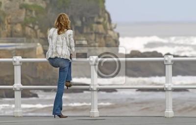 Mujer Mirando Al Mar Pinturas Para La Pared Cuadros Rail Pantalones Oleaje Myloview Es
