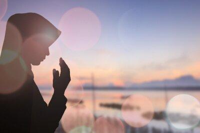 Cuadro Mujer musulmana orar y hermoso fondo ..