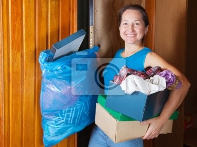 Mujer quitar la basura