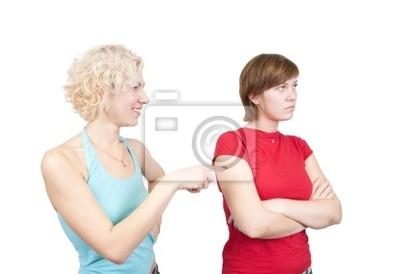 mujeres jóvenes en disputa