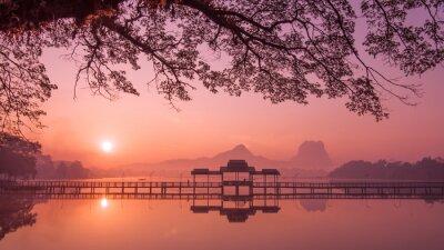 Cuadro Myanmar (Birmania) Hpa Un lago al amanecer. Asiático punto de referencia y destino de viaje