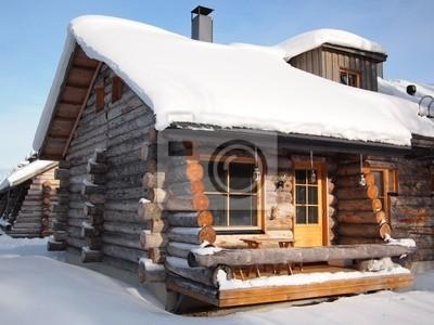 Nieve tradicional cabaña de madera cubierta