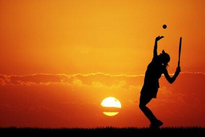 Cuadro niña jugando al tenis en la puesta del sol