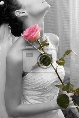 Novia con la rosa en la mano