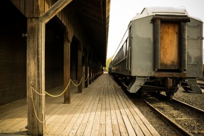 Cuadro Old train on station