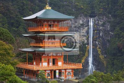 Pagoda y Nachi Falls en la Prefectura de Wakayama, Japón
