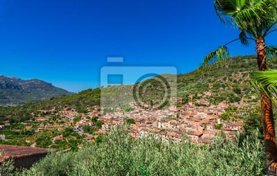 Paisaje mediterráneo Panorama de la antigua aldea de Fornalutx Mallorca España