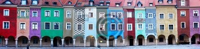 Panorama de las fachadas de las casas de antaño Poznan, Polonia