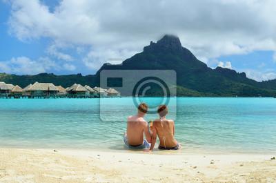 Pareja romántica luna de miel en Bora Bora