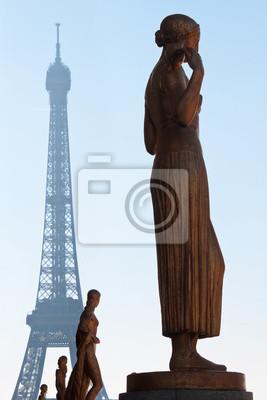 París - estatuas de Trocadera y la torre Eiffel