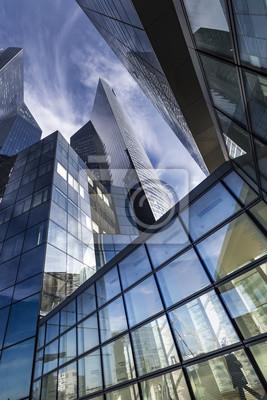 PARÍS, FRANCIA - 30 DE OCTUBRE DE 2015: Vista de la sede de Societe Generale en el distrito de La Defense, París. Societe Generale es una multinacional francesa de servicios bancarios y financieros.