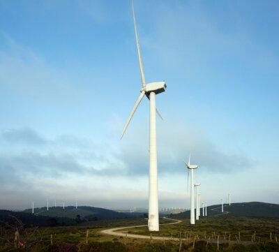 Parque eólico en las colinas
