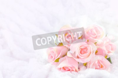 Cuadro Pastel coloreado Rosa Artificial rosa nupcial ramo de boda en el fondo de piel blanca con tono vintage suave