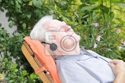 Pensionistas en una silla de cubierta