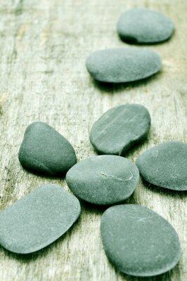Cuadro piedras sobre una superficie de madera vieja