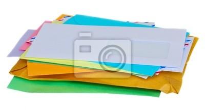 pila de correo aisladas sobre fondo blanco