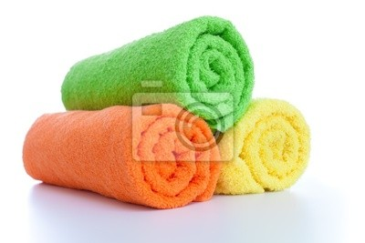Cuadro pila de toallas de colores frescos rollos aislado