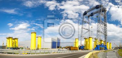 Plataforma de la fábrica en el viento costa afuera