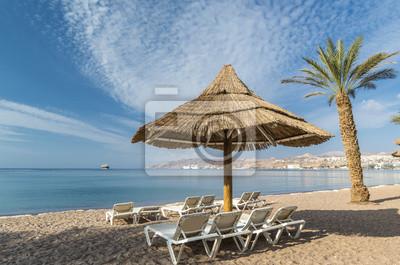 Playa de arena de Eilat - famosa ciudad turística en Israel