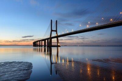 Cuadro Ponte Vasco da Gama al anoitecer com iluminação.