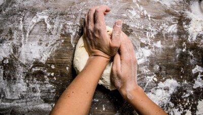 Cuadro Preparación de la masa. Preparación de la masa de las manos de las mujeres.
