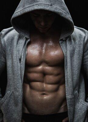 Cuadro Primer plano de un hombre muscular después del entrenamiento deportivo pesos