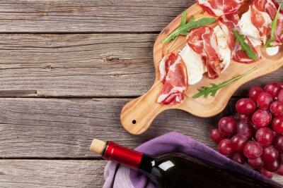 Cuadro Prosciutto y mozzarella con vino tinto