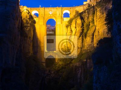 Puente medieval en la noche. Ronda