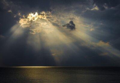 Cuadro Raggi di luce sul mare attraverso le nuvole