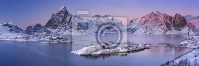 Reine en las islas Lofoten en el norte de Noruega en invierno