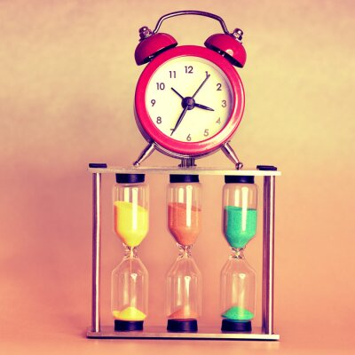 Cuadro reloj de arena y reloj despertador
