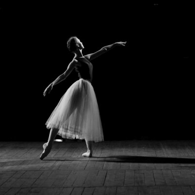 Cuadro retrato de la joven bailarina bonita