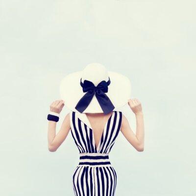 Cuadro Retrato de moda de una hermosa niña de vacaciones