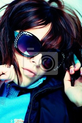 Retrato de un modelo de estilo profesional. Tema: belleza, moda.
