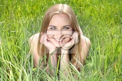 Cuadro Retrato de una mujer joven y bella de la naturaleza