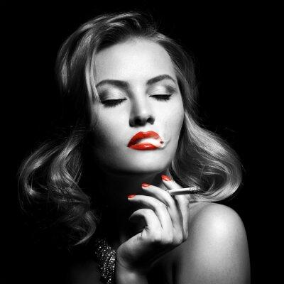 Cuadro Retro Retrato De La Mujer Hermosa Con El Cigarrillo