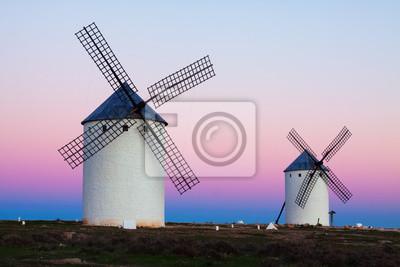 Roup de molinos de viento en la noche
