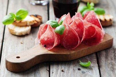 Cuadro Salami delicioso con albahaca y vino