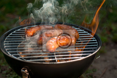 Salchichas asadas a fuego